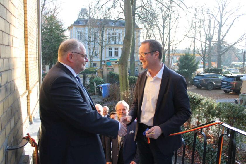 Marcus Troidl und Dr. Roy Kuehne eroeffnen die Bundesgeschaeftsstelle des VDB