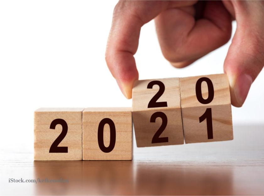 Würfel zeigen die Jahreszahlen 2020 und 2021 an.