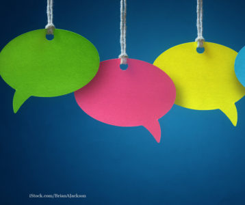Farbige sprechblasen symbolisieren Kommentare