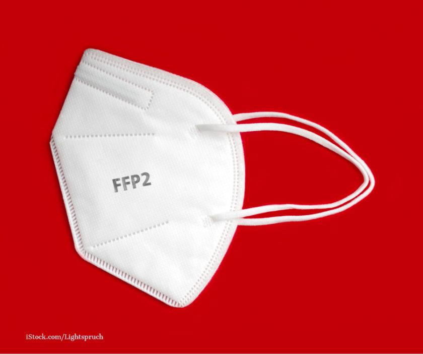 Weisse FFP2 Maske vor rotem Hintergrund