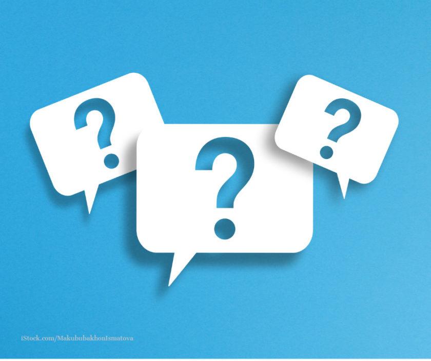 Drei Fragezeichen auf blauen Grund