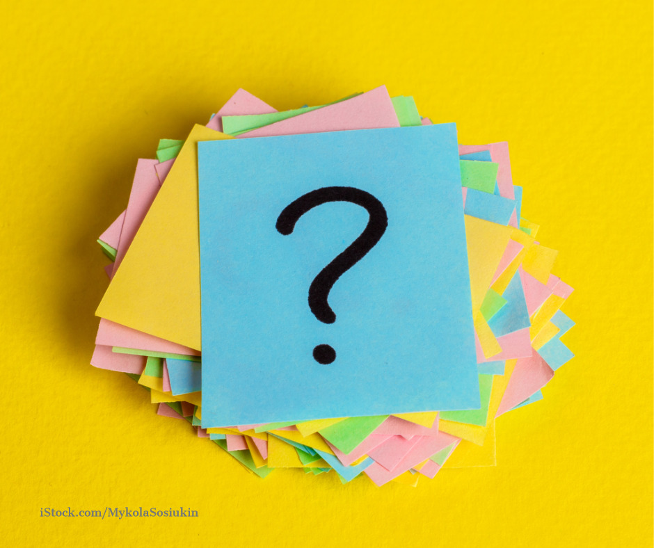 Bunte Post-It Zettel mit Fragezeichen