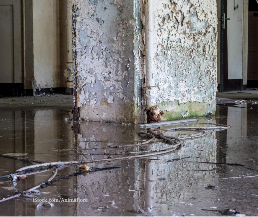 Ein Raum nach dem Hochwasser