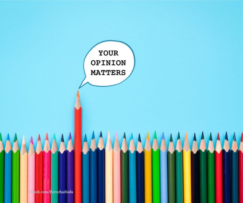 Buntstife mit einer Sprechblase auf der steht your opinion matters